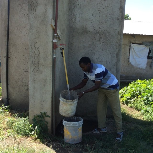 Schoon drinkwater Mwenyeheri Anuarite School